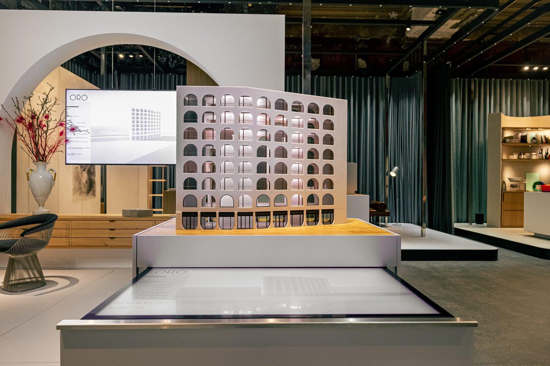 Architekturmodell Oro mit Multitouch Table und Customized Real Estate Applikation, Immobilienprojekt Am Tacheles