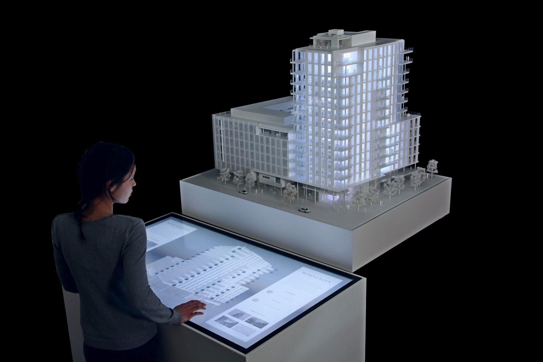 Architekturmodell Quantum Strandhaus von Richard Meier Architekten mit Real Estate Konfigurator auf Multitouch Tisch
