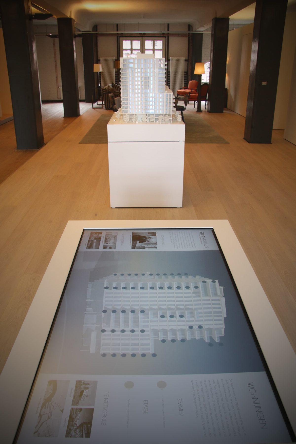 Architekturmodell Quantum Strandhaus von Richard Meier Architekten, inszenierung im Showroom von Engel & Völkers